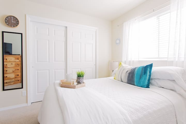 Comfortable Guest Bedroom & Bath in Coeur d'Alene