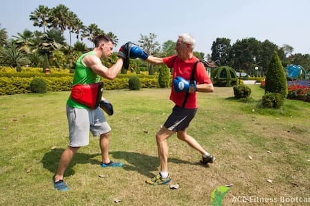Group Fitness Bootcamp at Boutique Resort - チエンマイ