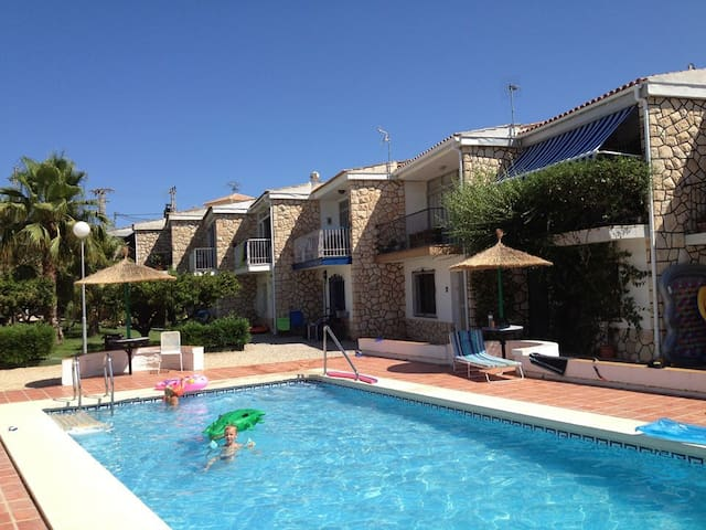Lovely holiday cottage in Albir - Alicante - Hytte
