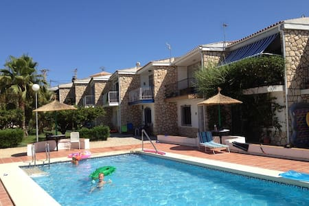 Lovely holiday cottage in Albir - アリカンテ - キャビン