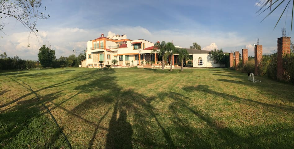 Hermosa y cómoda casa de campo