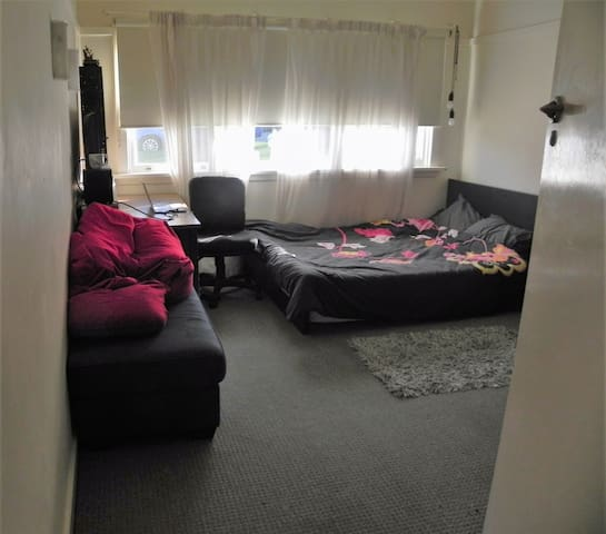 Spacious bedroom(available for rent from late Sep) - Wollongong - Dom