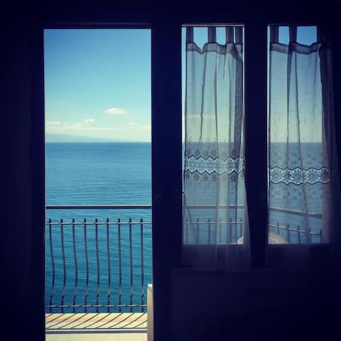 Apartment on the beach in Taormina, stunning view - Taormina - Apartament