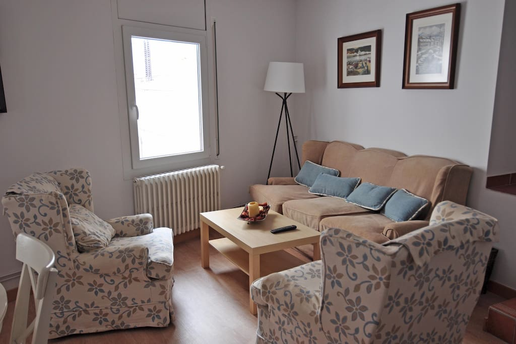 Sala con sofá y sillones muy cómodos