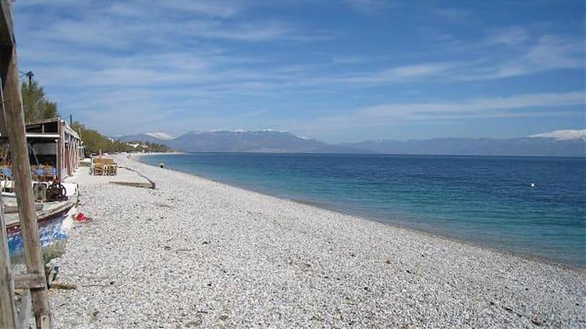 Πλήρως εξοπλισμένο διαμέρισμα στην παραλία Ακράτα