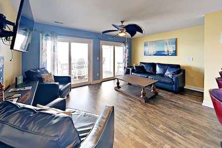 Room for You and Your Friends - 4 BR Directly on Lake Erie max 12 ppl C202 - Put-in-Bay Waterfront Condo #202