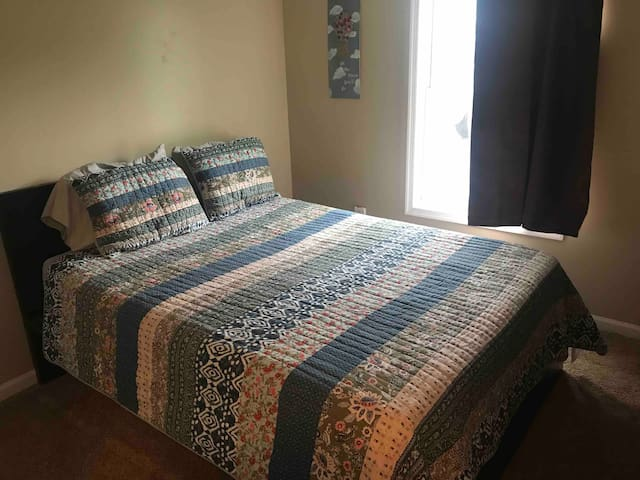 Private room in Inwood/Martinsburg area