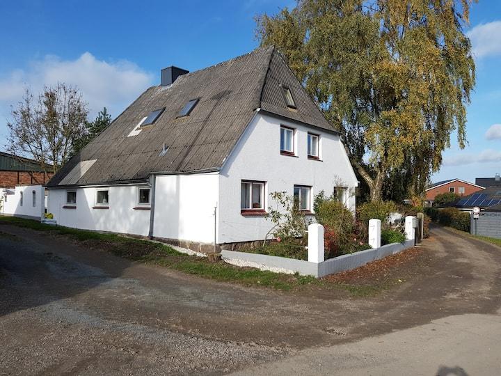 Bauern-Wohnung in historischem Resthof bei Lübeck