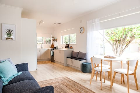 'Luxury Beachside Brighton' - 2 Bedroom Apartment