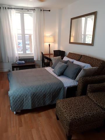 Spacious South Philadelphia Apartment 3 Beds
