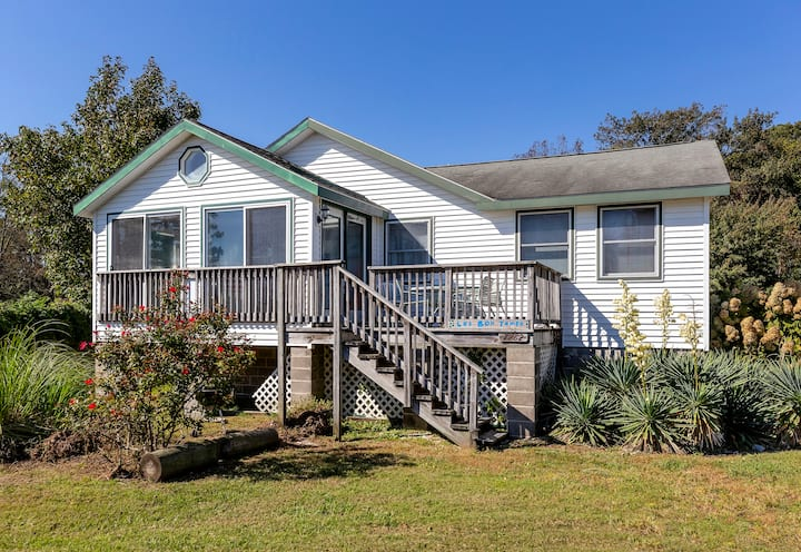 Les Bon Temps is a beautiful 3 Bedroom/2 Bath Vacation Rental on Chincoteague Island.