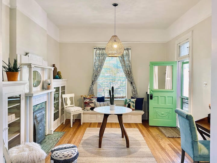 Historic one-bedroom apartment