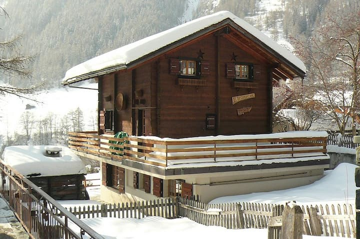 Chalet with 3 bedrooms and a nice terrace in the center of the beautiful village of Evolène