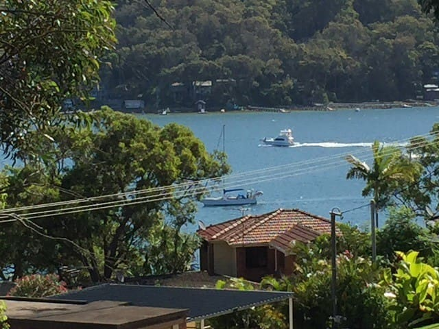 Refuge Cove On Pittwater With Views - Clareville - Casa
