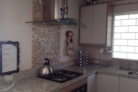 Casa Completa, fibra óptica e cozinha gourmet