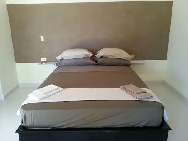 Brown room - Las Lajas - Bed & Breakfast