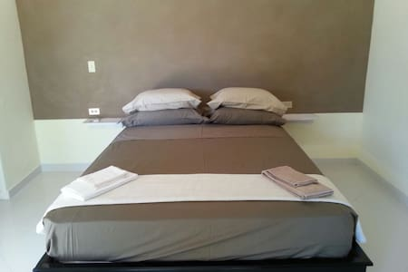 Brown room - Las Lajas - Aamiaismajoitus