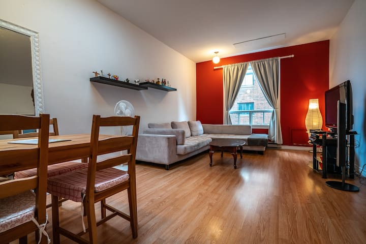 Downtown MTL 2 bedroom APT + PARKING