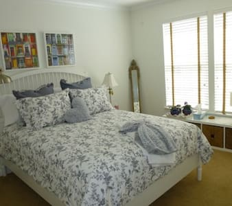 CLEAN! Warm and inviting for Professional - Pottstown - Hus