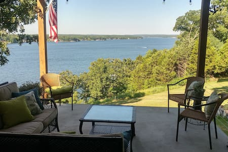 Lake House with breath taking views! (Room 2)