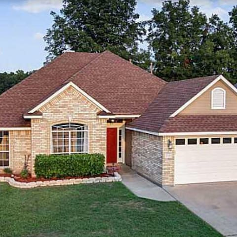 Comfortable, Charming House - Bossier City - Hus