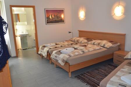 Don Camillo Gästehaus - 3 Bett-Zimmer - Hörhausen - Wikt i opierunek