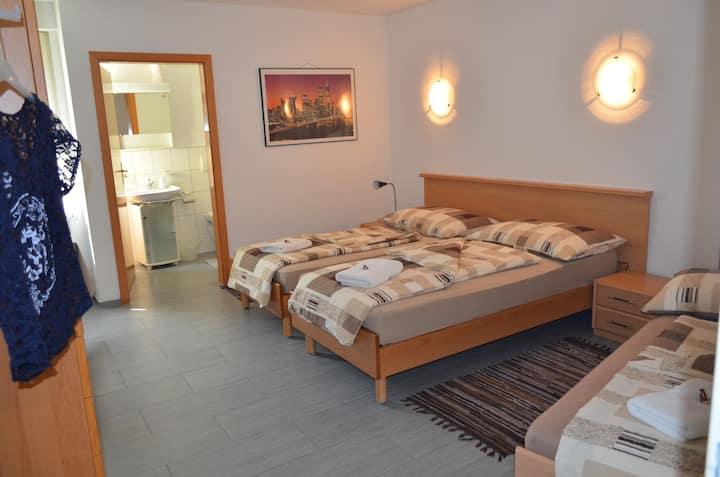 Don Camillo Gästehaus - 3 Bett-Zimmer