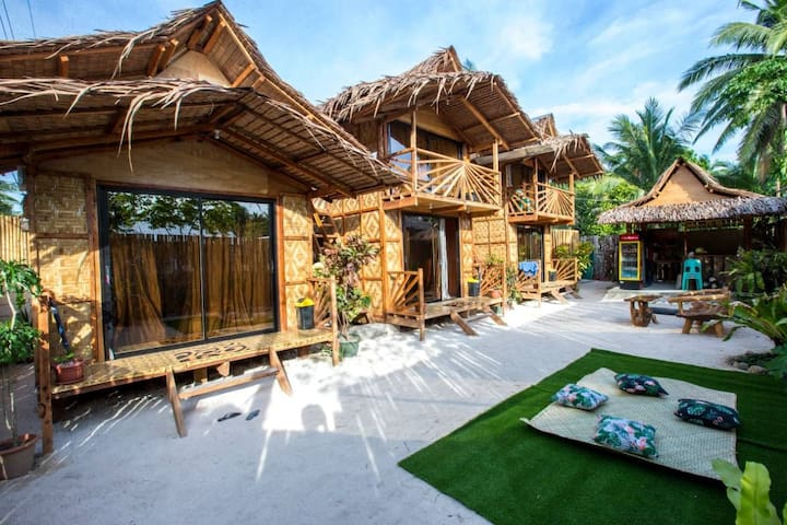 General Luna Siargao room for 2 pax (non-AC)