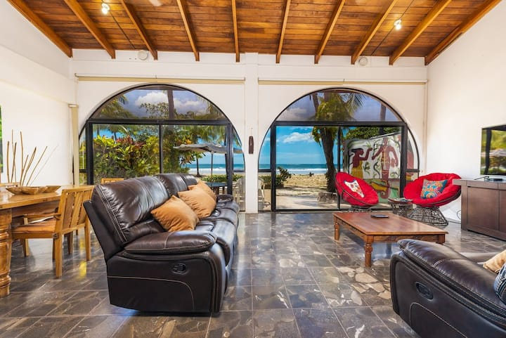 Beachfront Home! Surf and Enjoy in Family at VILLA SIEMPRE!