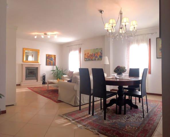 Treviso nice room in beautiful house - Treviso - Villa