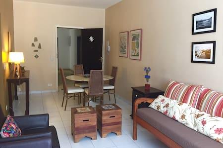Apartamento Aconchegante à 70 m da Praia do Tombo