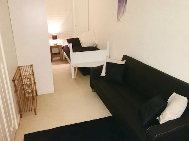 Room close to everything Sydney has to offer - Ultimo