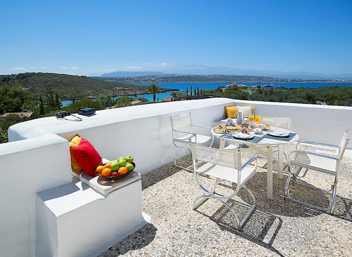 Amazing sea view Villa, 4bdr, beach 15m away