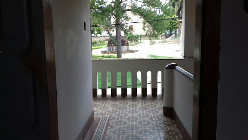 Casa Ampla no Centro de Carrrancas - Carrancas - Dům