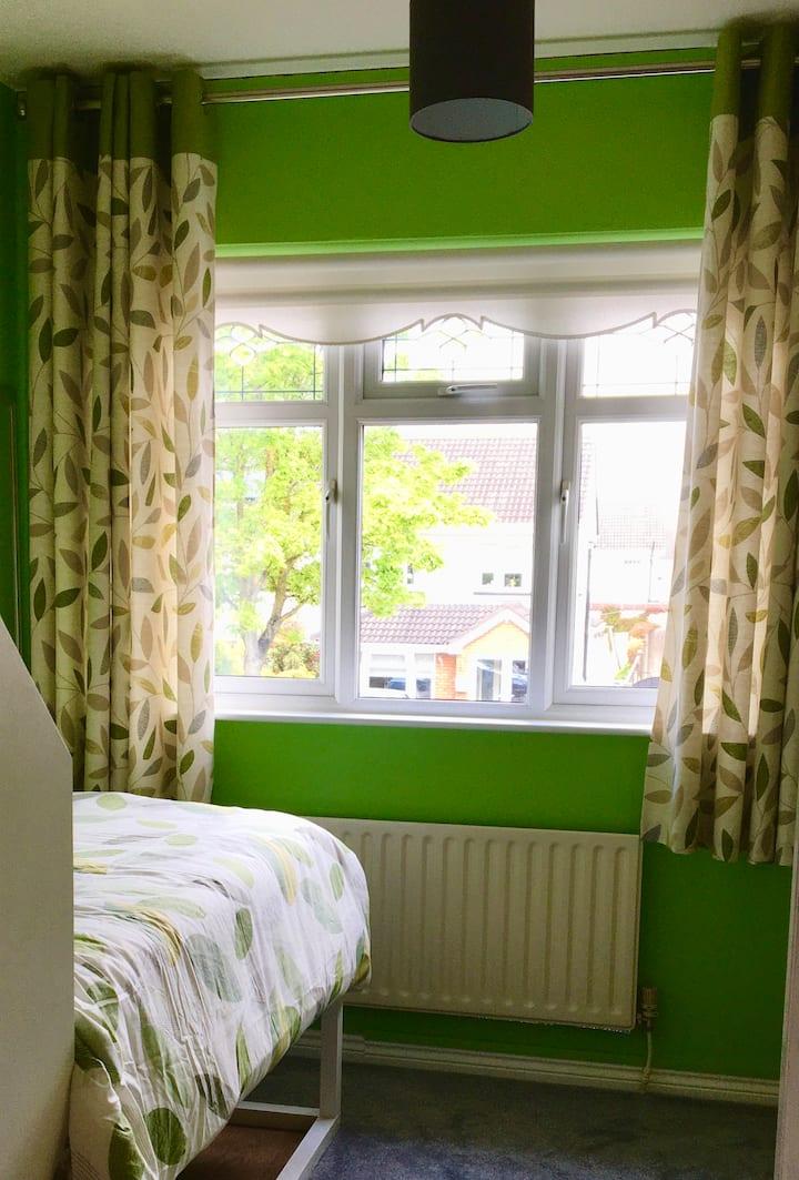 Comfy single room (1 guest) in Kilnamanagh D24