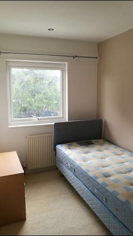 Lovely  Decorated Single room close to town