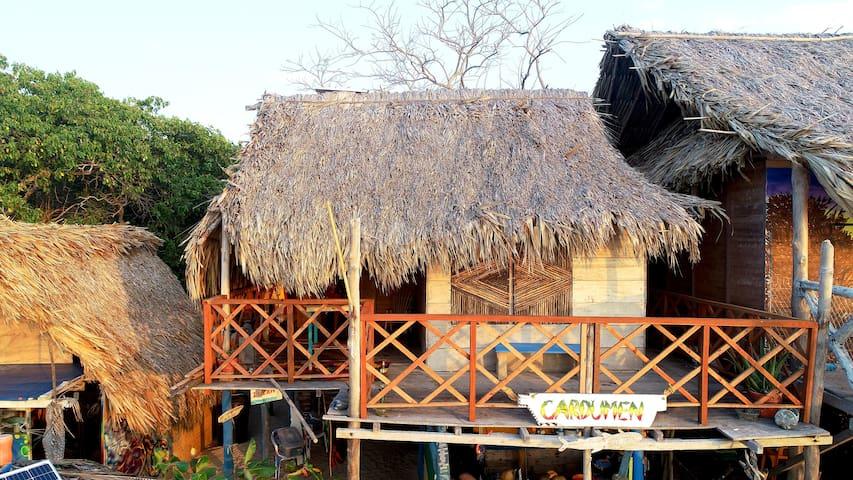 Cabaña  privada dos habitaciones  frente  al  Mar