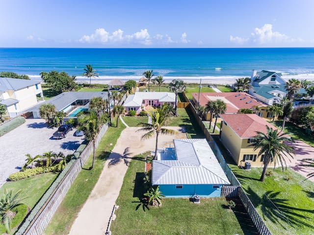 Family retreat at the beach -- direct oceanfront!