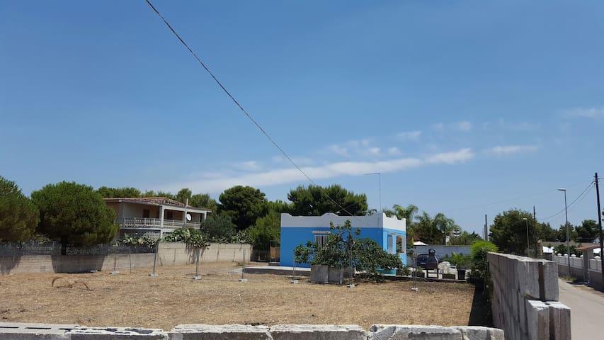 splendida villa al mare - pulsano zona gabbiano - บ้าน