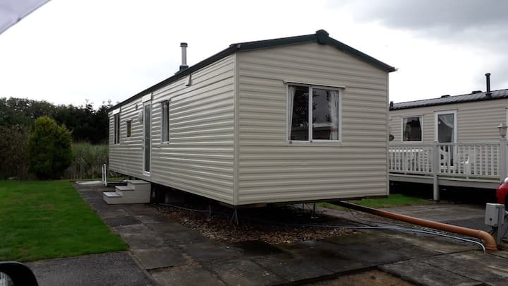 3 bed, 8 berth mobile home with double glazing.