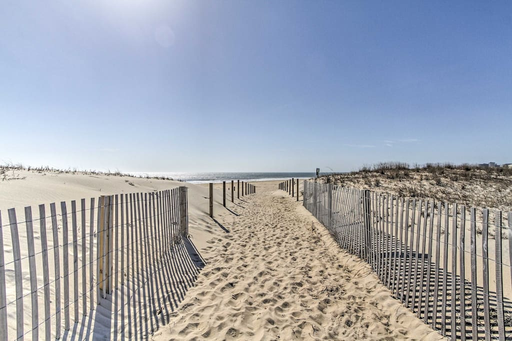 Experience Ocean City in this 2-bed, 2-bath vacation rental condo near the beach!
