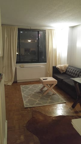 1 Bedroom Outside Columbus Circle - New York - Byt