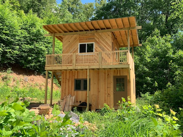 The Summit Cabin-An Off the Grid Waldhaus Hideaway