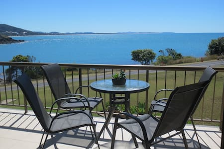 Cooee Bay Beach Retreat  Stunning Views 2 Bedrooms