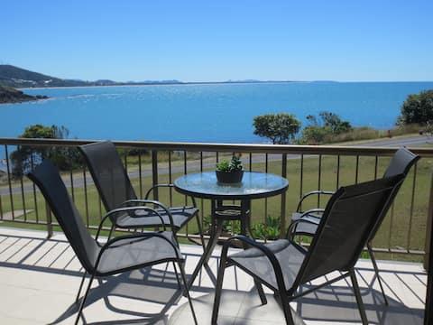Cooee Bay Beach Retreat Stunning Views 2 Bedrooms