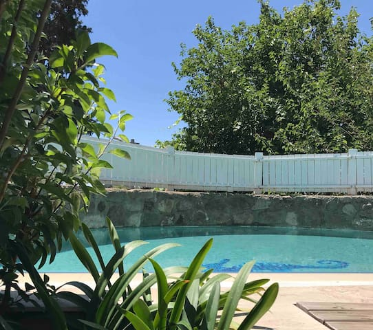 Gürece Havuzlu Taş Villa