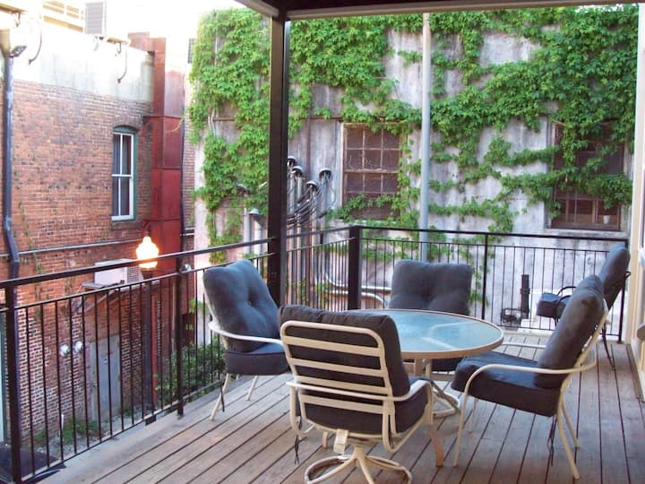 Large Historic Downtown Loft - Rear