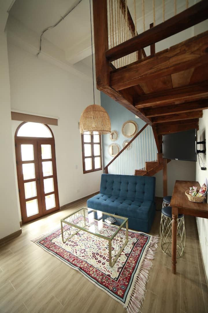 Cozy Apartment with Balcony Historic Center  202