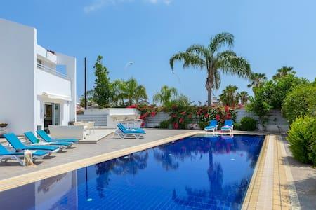 Modern Private Villa, Luxury Pool, Nearby Beach