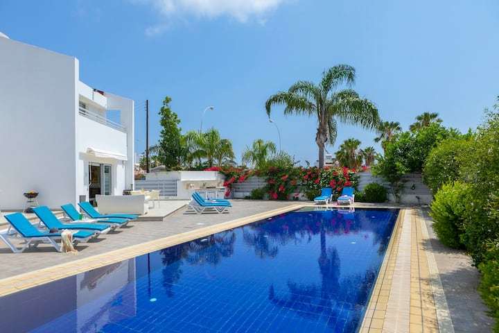 Modern Private Villa, Luxury Pool, Nearby Beach